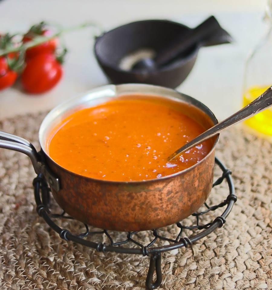 Keto Tomaattikeitto! Ihanaa kotitekoista tomaattikeittoa! Nappaa mahtava resepti talteen ja tutustu myös muihin keto-resepteihin!